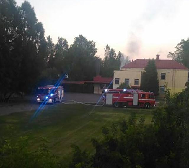 Politsei võttis kinni Askola koolimaja süütamises kahtlustatava mehe