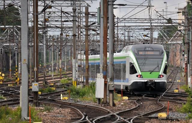 Helsingi lähirongid pandi seisma: rongi katuselt leiti laip
