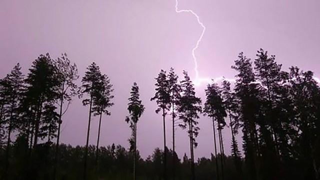Eestlased Soomes kirjeldavad laupäevast hullu keeristormi ja äikest