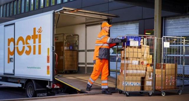 Pakid hilinevad, kirjad võivad kohale tulla alles uuel aastal – nii mõjutab postitöötajate streik Soome argielu