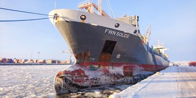 Soome jäälõhkuja lõhkus kaubalaeva nina