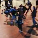 KOLE VIDEO: Prantsusmaal lasti väikelapse pihta pisargaasi