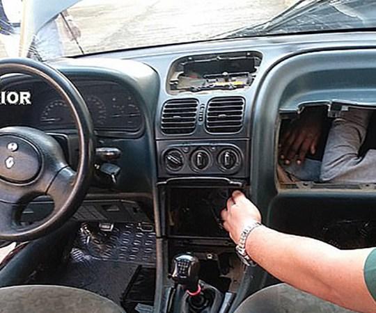 Ei ole võimalik: pagulane oli pugenud auto kindalaekasse