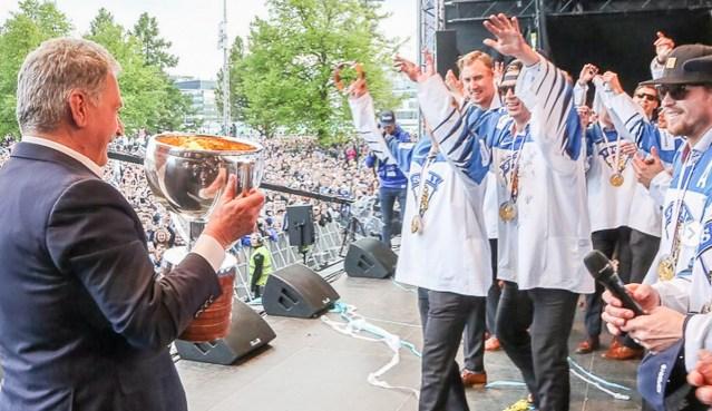 Soome hokisangareid käis isiklikult õnnitlemas ka president