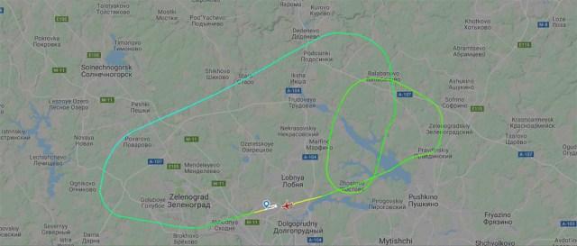 Radaripildilt on näha, kuidas lennuk tiirutas Moskva kohal, enne kui maandus