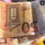 Soome mees leidis parklast suure summa raha, võttis selle kaasa ja sai karistada