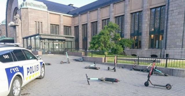 PILTUUDIS: Helsingis jäeti elektrilised tõukerattad jaaniõhtul vedelema