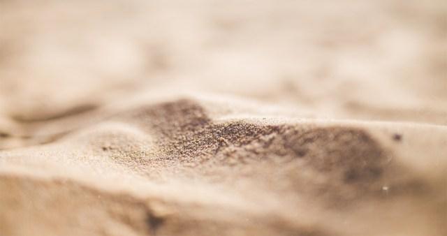 Ootamatu avastus: maailmast on liiv otsa lõppemas, seda ei jätku koroonavaktsiini pudelite tegemiseks