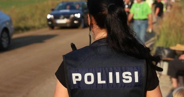 Roolijoodik sõitis Soomes autoga kooli hoovi, politsei kannul, lapsed said kriisiabi