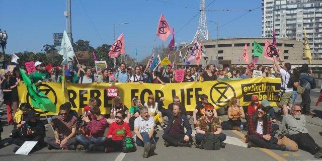VIDEO: Kliimasõdalased võtsid end Austraalias paljaks
