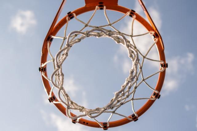 Täiskasvanud mees lõi Espoos 11-aastast korvpalli mänginud last, mees sai trahvi