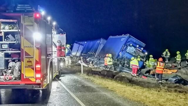 Soomes raske avarii, kokku põrkasid autorong ja traktor, on vigastatuid