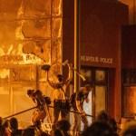 KUUM: Mässajad panid USA linnas põlema politseimaja, president Trump saatis sõjaväe sisse (lisatud video)
