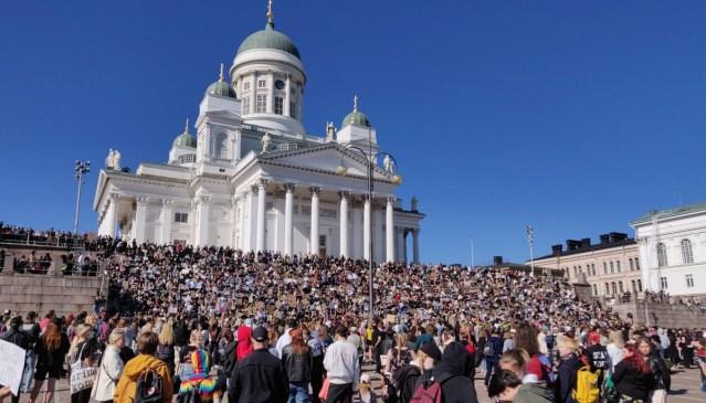 KUUM: Helsingis kogunes rassismi-vastasele meeleavaldusele 3000 inimest, politsei saatis selle laiali (lisatud video)