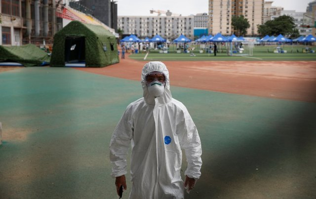 KUUM: Hiina sulges koroonahirmus terve Pekingi, kõik lennud on tühistatud
