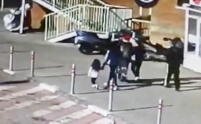 VIDEO: 4-aastane tüdruk sai aknast välja visatud šampusepudeliga vastu pead, on raskes seisus haiglas (NB! Nõrganärvilistele mittesoovitav)