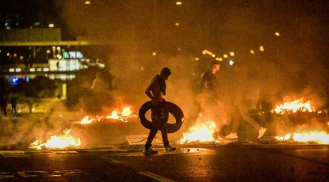 KUUM: Rootsis puhkesid vägivaldsed massirahutused, migrandid süütavad tänaval autosid (lisatud videod, NB! Nõrganärvilistele mittesoovitav)