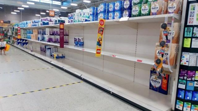 KUUM: Inglismaal kardetakse uut üleriigilist karantiini – inimesed on taas paaniliselt ostma hakanud