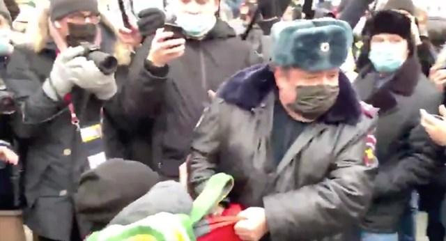 Eriline julmus: politsei võttis Venemaal kinni isegi lapsi