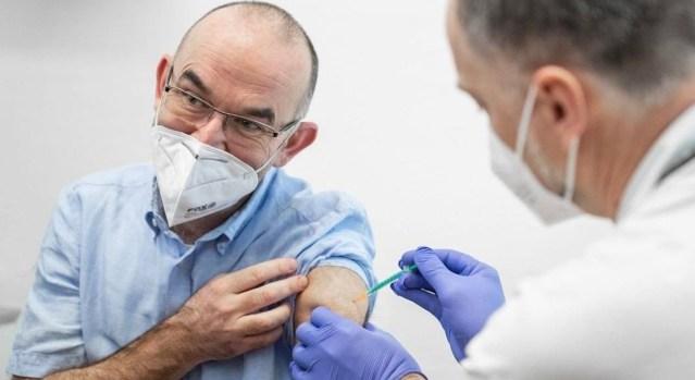KUUM: Iisraelis on nõutav nüüd kolmas vaktsiinidoos, ilma selleta poodi ja baari ei pääse