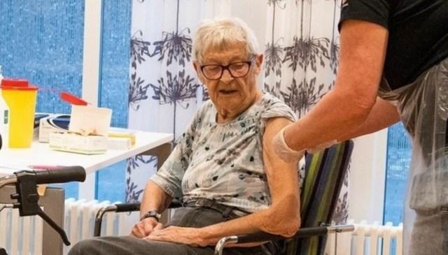 Hispaanias hakatakse pakkuma kolmandaid vaktsiinidoose kõigile üle 70-aastastele