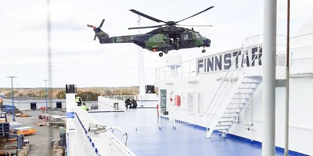 Helsingi inimesi ehmatasid madalal lennanud kopterid, aknaklaasid värisesid