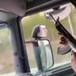 VIDEO: Soome ajateenija tulistas automaadiga auto aknast välja