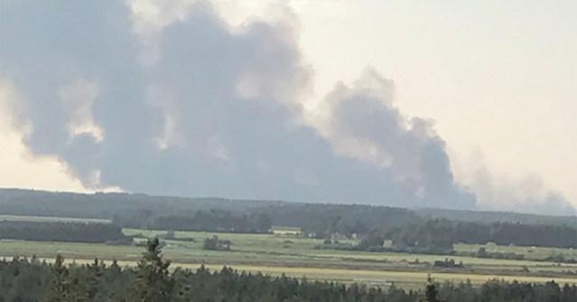 KUUM: Soomes väljus metsapõleng kontrolli alt, tules üle 100 hektari metsa, inimesi evakueeritakse