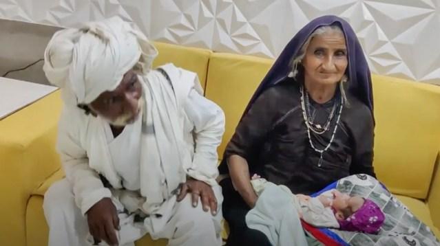 Indias sünnitas lapse 70-aastane naine – arstid ei pidanud seda võimalikuks