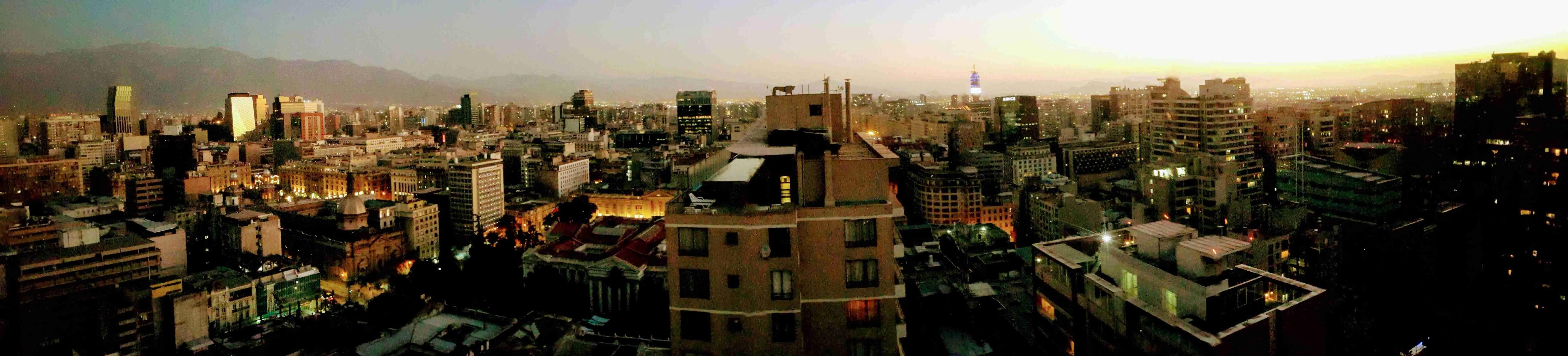 Päev Santiagos. Tšiili reisikiri. Reisimine Tšiili. panoraamvaade Santiago kesklinnas 29 korruse aknast.