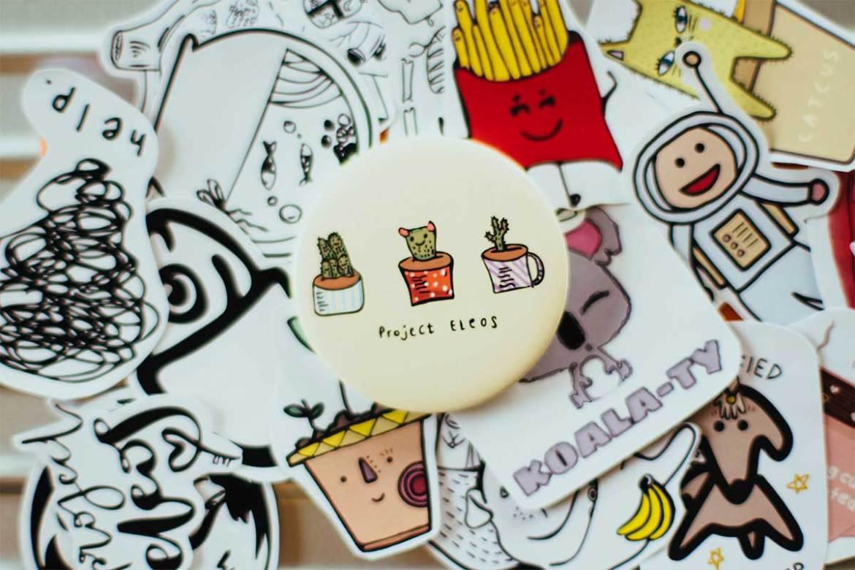 購物袋客製可搭配貼紙、徽章等宣傳小贈品紀念