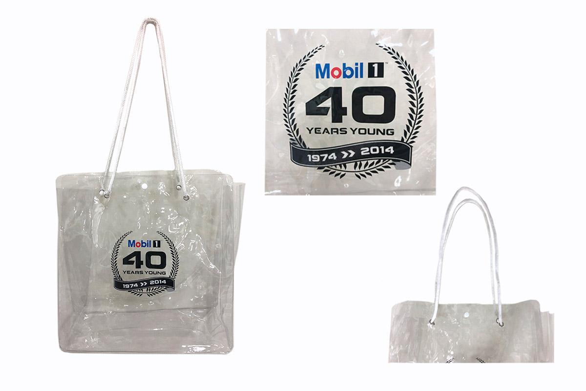 訂製PVC透明防水袋細節-誼源國際客製化提袋推薦 PVC透明提袋 客製印刷、防水包裝、時尚耐用作為週年慶贈品、企業禮品 、 學校招生、畢業禮物、 尾牙禮物、活動贈禮, 股東會紀念品、品牌紀念品…等都適合 。耐用透明提袋客製PVC手提袋包製透明筆袋客製透明化妝包客製果凍袋客製