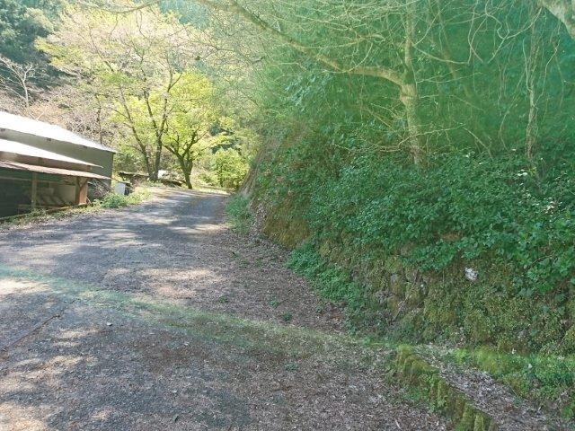 大樽の滝へは道が狭い