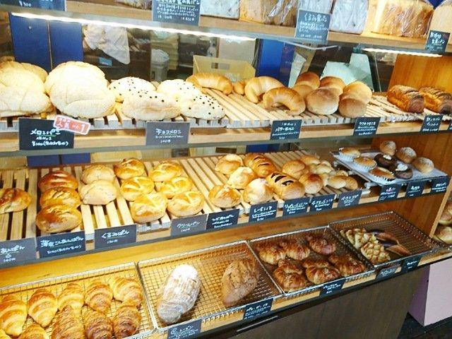 ハーベストはるの本店:パン売場2