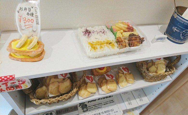 にゃんこメリー:お弁当とお菓子