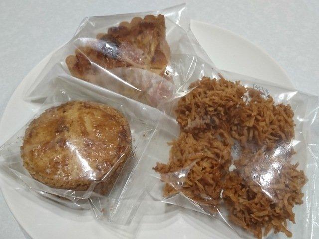 クードクールで買った焼き菓子
