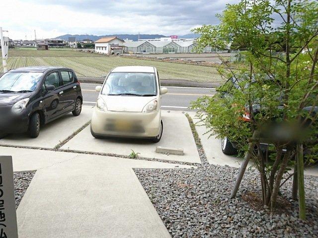 リュスティック:駐車場