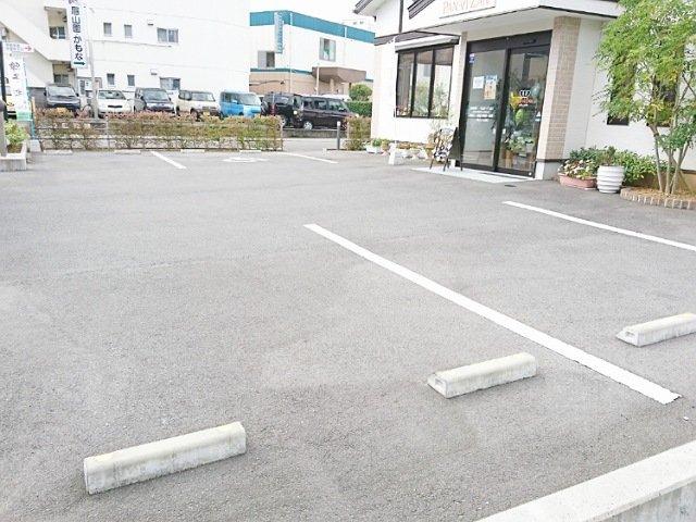 パン・ヴィ・ザン:駐車場