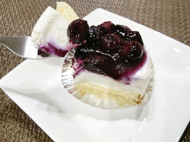 ぽめろの森:ケーキを食べる