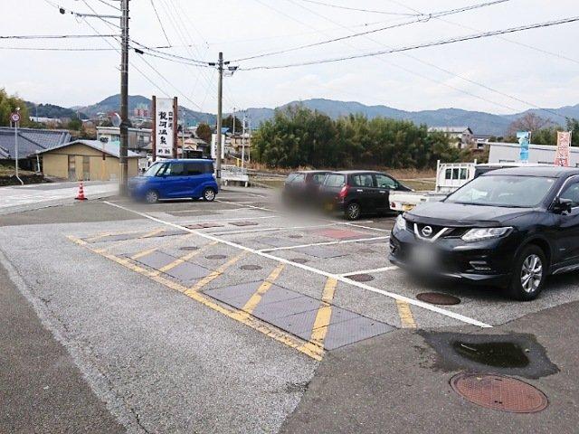 PooむしCAKE:駐車場