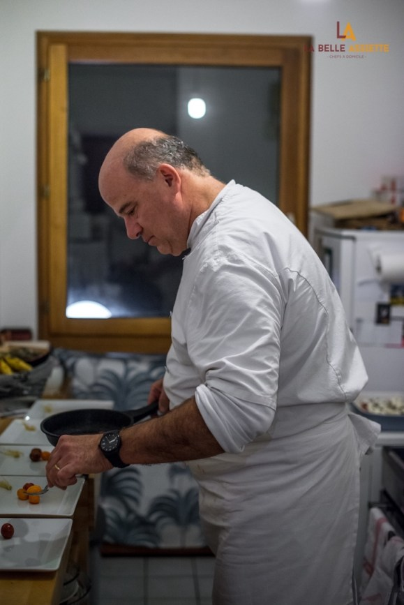 le chef xavier guillet en cuisine