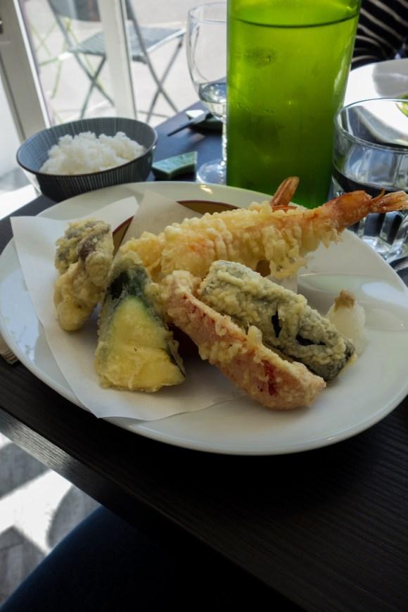 tempura de crevette et legumes, riz