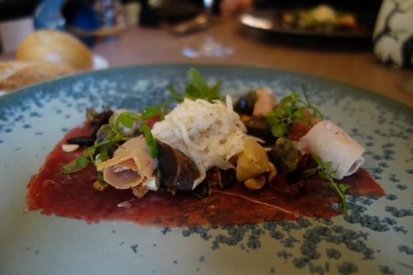 rémoulade de rutabaga, foie gras de canard, carpaccion de canard restaurant la mare aux oiseaux