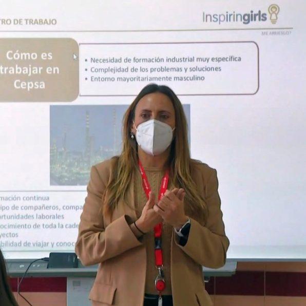 Responsable de proyectos de Sistemas de Información de Cepsa, Monste Toro Martínez, en el IES Bahía Marbella.