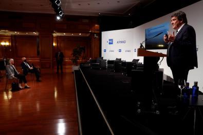 """MADRID, 27/05/2021.- El ministro de Inclusión, Seguridad Social y Migraciones, José Luis Escrivá, participa en el Foro V: """"El reto de la transformación social sostenible"""" que se enmarca dentro del ciclo """"Fondos Europeos, las claves para la recuperación"""" celebrado en el Instituto Cervantes en Madrid, este jueves. EFE/Mariscal"""