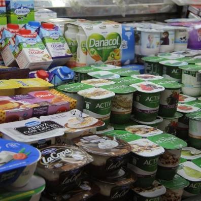 Yogures en una tienda de alimentación. Efeagro/Carlota Ciudad