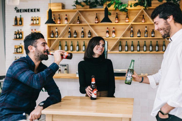 Expertos prevén vuelta a los bares tras covid sin cambio radical en consumo