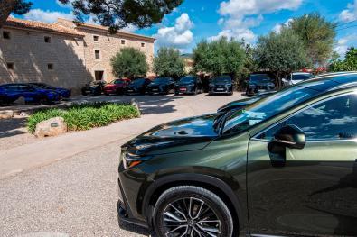 GRAF698. PALMA DE MALLORCA, 28/09/2021.- Presentación dinámica de la segunda generación del Lexus NX .En la presentación de la segunda generación de este SUV de 4,66 metros de largo que ha recorrido municipios de Mallorca como los de Pollença, Soller, Manacor y Binissalem, la directora de Lexus España, Mar Pieltain, ha asegurado que ya han vendido el 10 % de las unidades que tienen previsto comercializar el año que viene.-EFE/CATI CLADERA