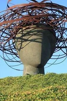 """Una escultura que represente una """"cabeza pensante"""""""