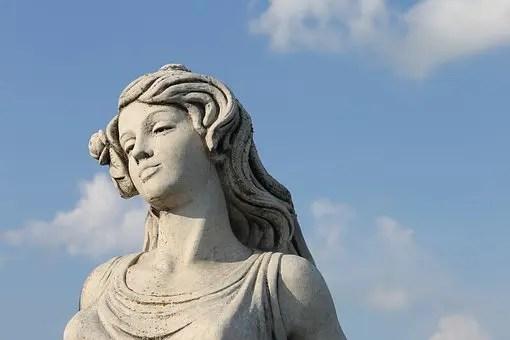 Estatua mujer efecto Pigmalión